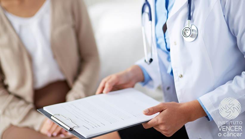 medico consulta mulher