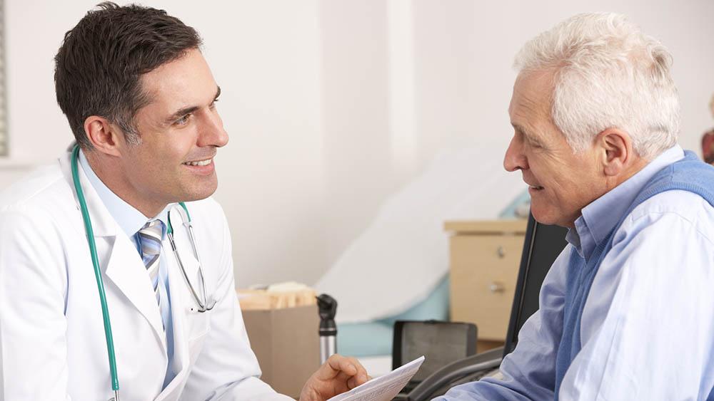 homem medico consulta