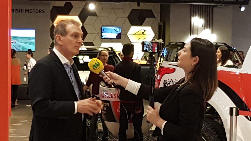 Dr. Antonio Buzaid dando entrevista durante a campanha Laço Rosa, do IVOC e Spezzato.