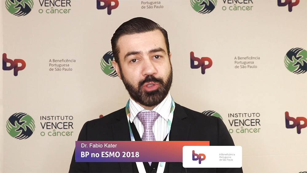 Thumbnail com dr. Fabio Kater falando sobre estudo referente a radioterapia em câncer de próstata apresentado no ESMO 2018.